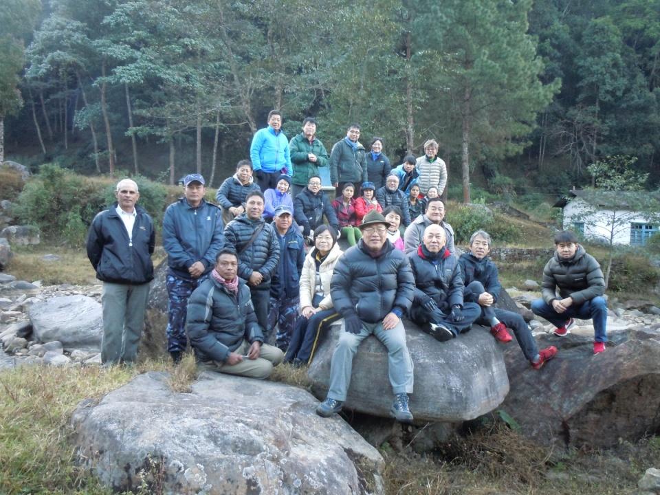 ゴルケ村のヤムナ川畔にある天風さんが瞑想した岩