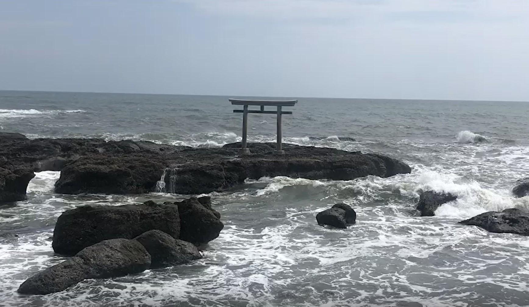 大洗海岸の神磯の鳥居